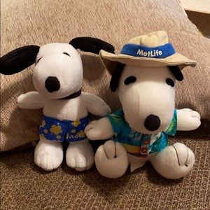 Peanuts Snoopy Metlife plush